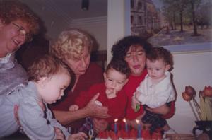 Cecília no aniversário dos trigêmeos