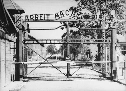Entrada do campo de concentração de Auschwitz - Depoimento da sobrevivente do holocausto Cecília Gewertz